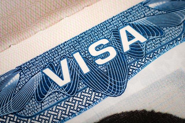 Enfants majeurs de Français : des précisions sur les visas d'installation en France