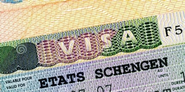 Perte du titre de séjour : quelles conséquences pour l'étranger ?